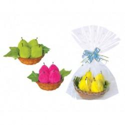Frische Birnen in kleinen Korb und Geschenktüte